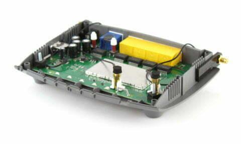 AVM Fritz!Box 4020 Mainboard mit Murata-Pigtails und Universal-Halterungen